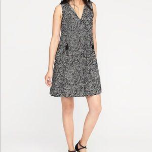 47cde70acd5 Old Navy Dresses - Old Navy Women s Sleeveless Pintuck Swing Dress